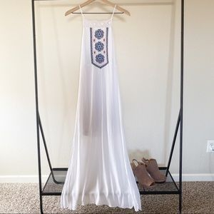 Alya by Francesca's White Maxi Dress